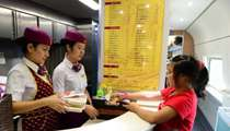 今起外卖能送上高铁 27个高铁站试点网络订餐服务.jpg