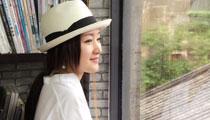 杨钰莹变文艺女神品茗读书