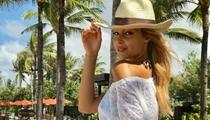 佩莱超模女友巴厘岛度假