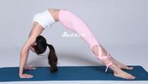 王思聪力捧新人万穗瑜伽写真 轻松搞定高难度动作