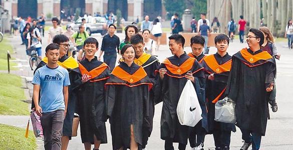 政治介入高教看不见未来!台湾师生纷掀出走潮