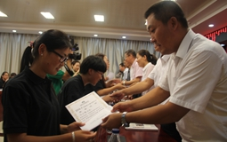 台湾学生在陆读书如何申请奖学金?