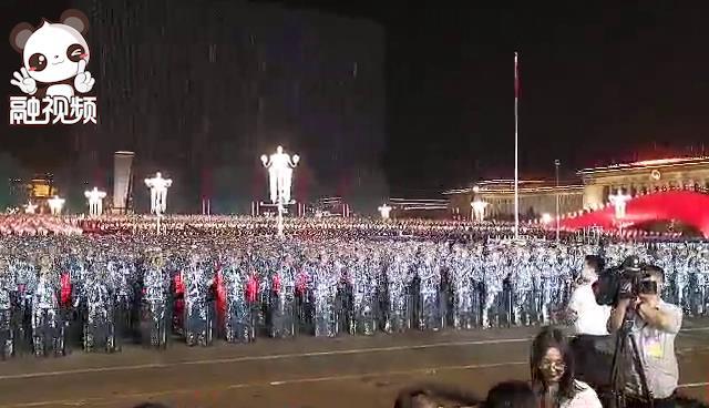 中国台湾网直击国庆70周年大阅兵:联欢活动现场人声鼎沸