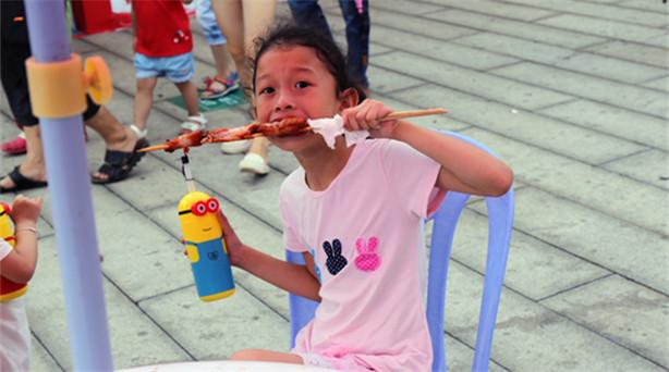 """6月11日,以""""味道中华、香飘两岸""""为主题的两岸特色庙会在厦门开市。6月的厦门,……"""