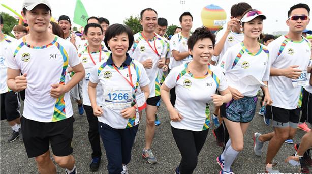 为加强两岸青少年的交流,感召更多的青年人一起做公益,由中华全国青年联合会、中……