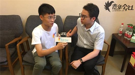 """""""您好,我是本届海峡论坛的青年公社特约记者蔡育璋,可以请教您几个问题吗?"""",在会……"""