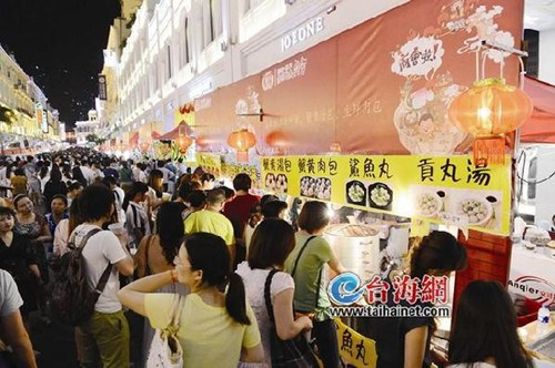 """两岸特色庙会发布会 海沧区领导""""叫卖""""台湾小吃"""
