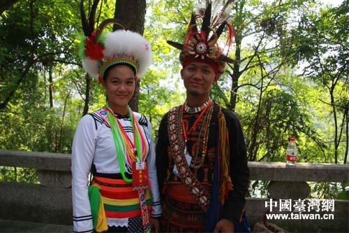 台湾少数民族参访团参加恩施女儿会游园相亲活动