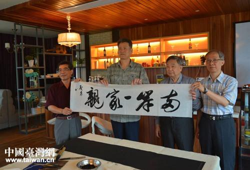 赣台两岸书法交流笔会在江西南昌荷塘书院举行