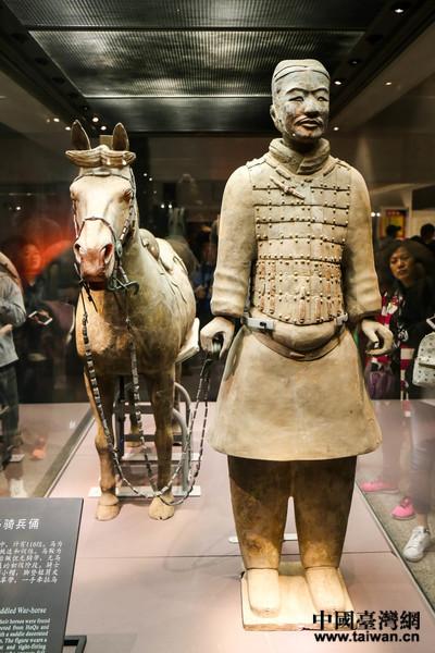 兩岸新媒體參訪團走進秦始皇帝陵博物館。(中國臺灣網劉瑩攝)