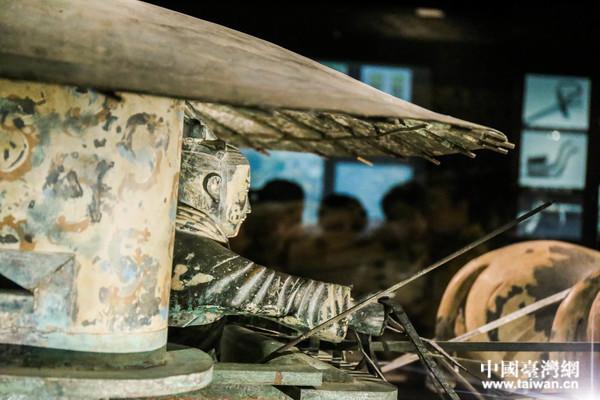 兩岸新媒體參訪團走進秦始皇帝陵博物館。(中國臺灣網 劉瑩 攝)