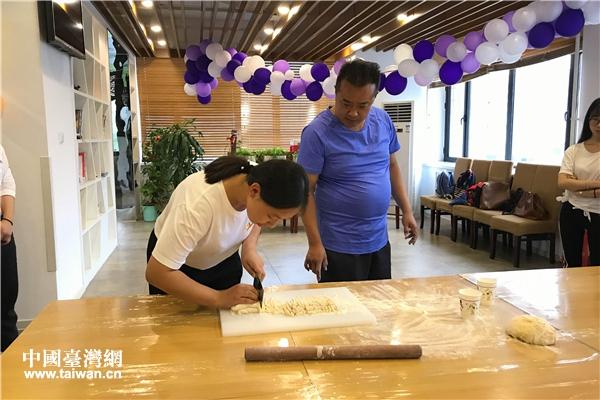 北京聯合大學老師指導學生切面