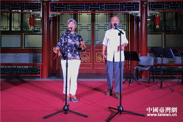 北京社區居民為京台青年表演快板《說北京》