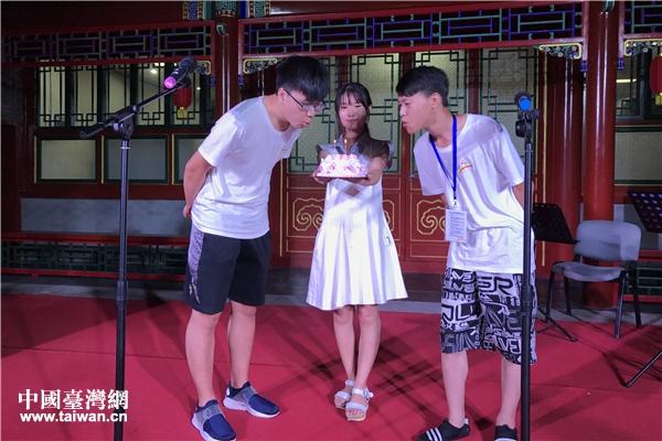 北京建國門街道居民為臺灣青年邱駿偉、李翔彥過生日