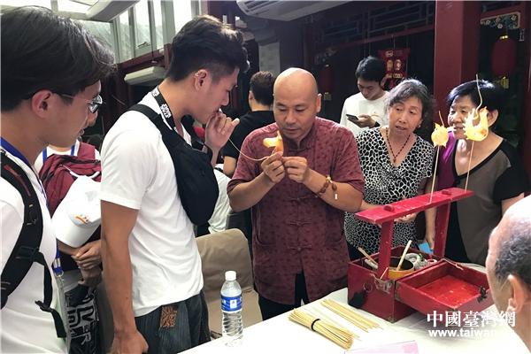 臺灣青年體驗非遺技藝『吹糖人』