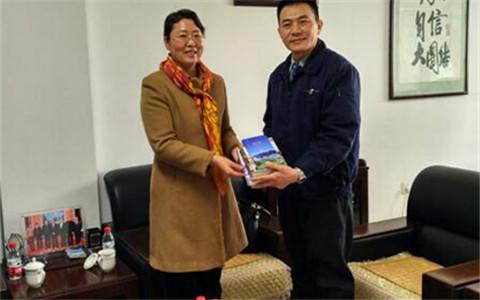 新疆自治区台办主任在石河子市台资企业慰问调研