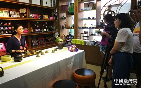 1-1摄制组采访横县巧恩茶业企业。_副本.jpg
