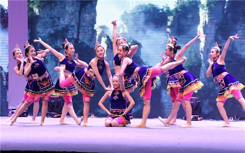 传统文化代相传 两岸少数民族青少年相聚榕城展开交流