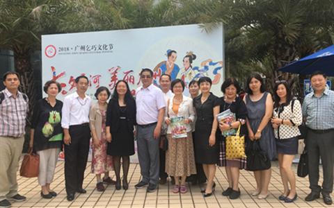 广州市台联、天河区有关领导与出席启动仪式的部分台湾嘉宾合影.png