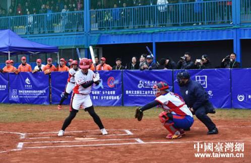 """2018年""""海峡杯""""女子垒球赛在黔西南开幕重庆v海峡裁判员"""