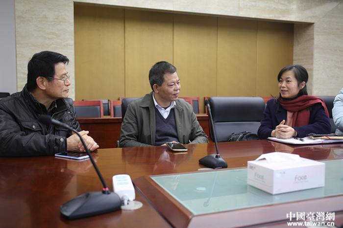 钦州市台办主任陈起坤与台籍教师座谈1.JPG