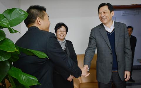 广西壮族自治区党委副书记孙大伟到广西台办调研