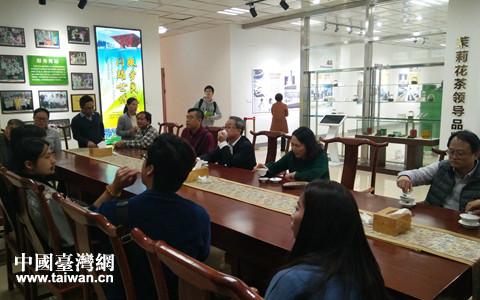 台湾两岸青年农业交流总会到广西横县考察_副本.jpg
