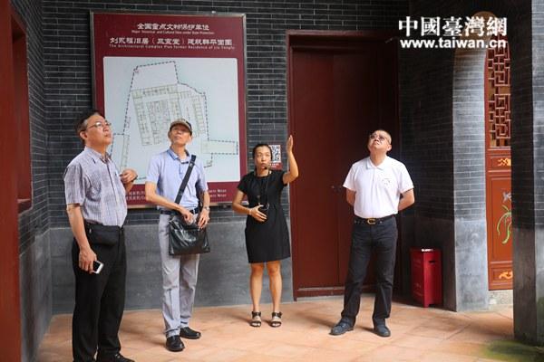 台湾中华民族抗日战争纪念协会在刘永福故居参访.JPG