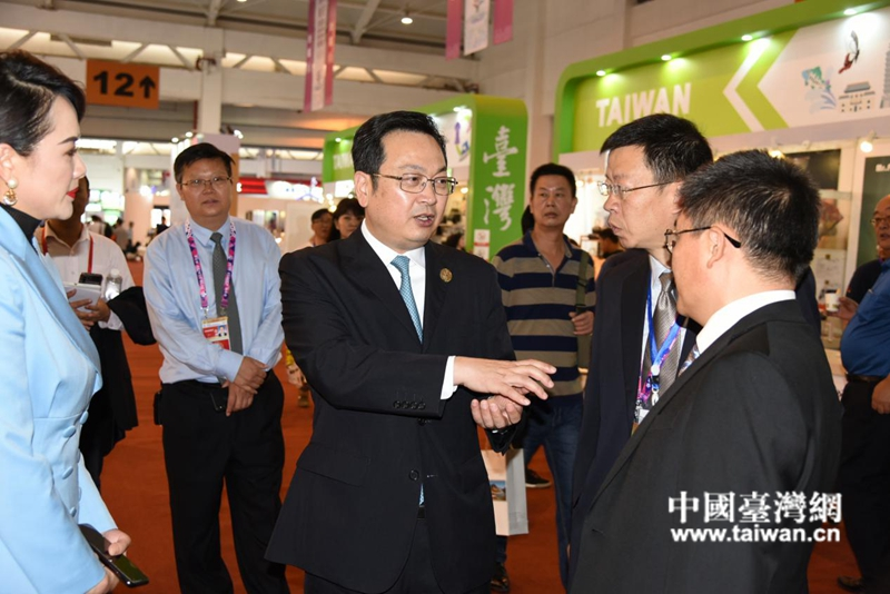 张国华副省长在涉台特装区看望台湾参展商.jpg