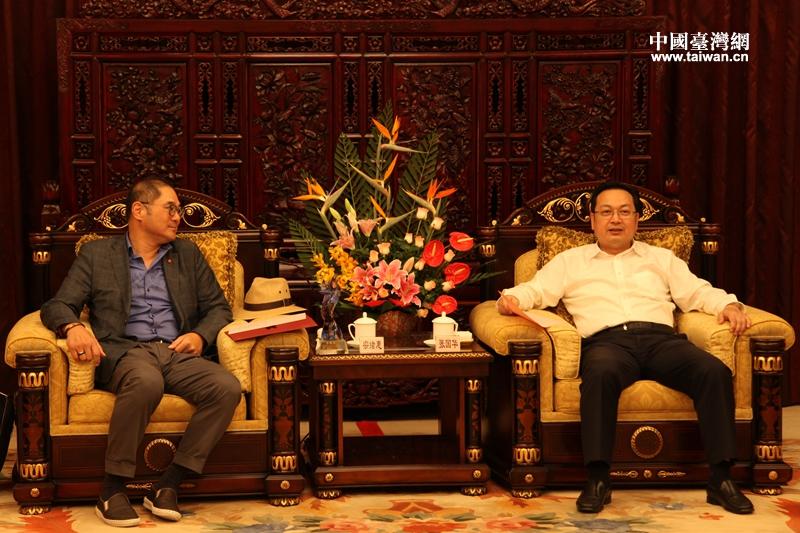 张国华(右)副省长会见昆山市台协会会长宗绪惠.jpg