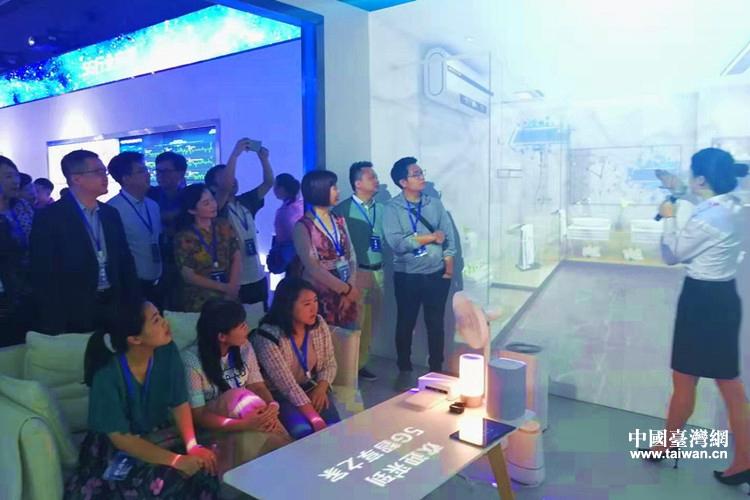 台湾青年精英代表团参访贵州省移动公司5G展示中心.jpg