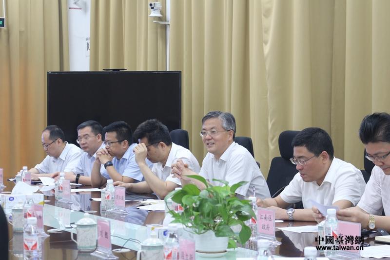 南宁市市长周红波台资企业召开现场办公协调会_副本.jpg