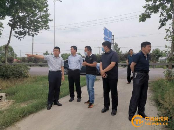 聊城市台办主任李保忠现场办公 推进台资企业项目落地2.jpg