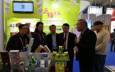 贵州省台办领导看望在宁大陆台资企业产品展销会贵州台商
