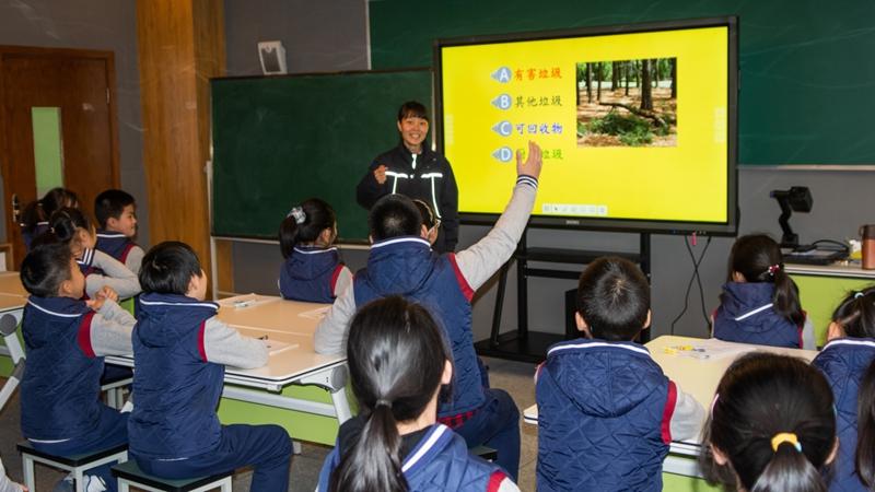 """台企环保人士走进校园开讲""""开学第一课"""""""