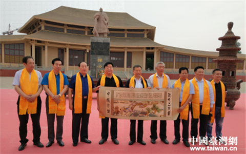 台湾中华两岸文化经济协会理事长廖万隆到濮阳拜祖考察