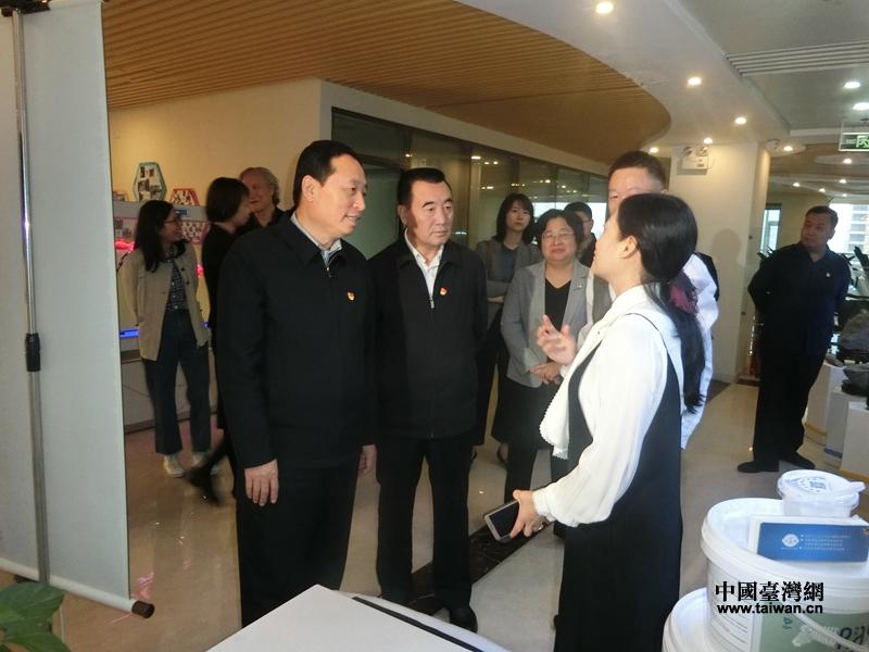 省委常委、统战部部长孙守刚调研台资企业.jpg