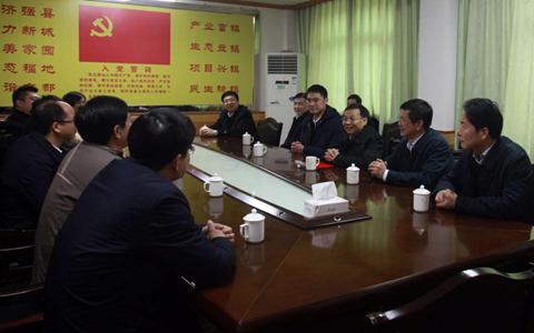 江西省委常委、副省长刘强看望省委台办扶贫点驻村工作队