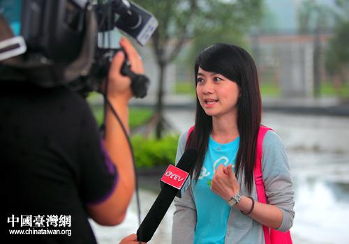 """台湾""""中视""""公司节目主持人萧羽洁接受德阳电视台采访.图片"""