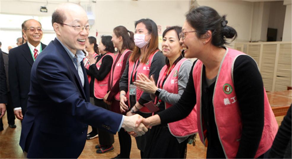 刘结一看望慰问东莞台商子弟学校师生和家长代表