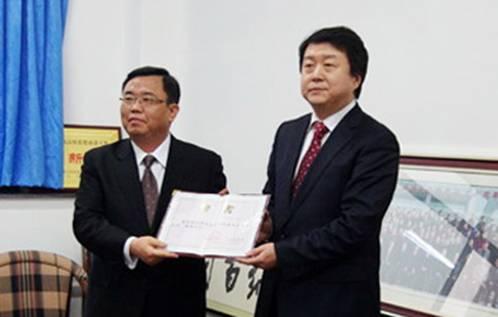 中国海洋大学法政学院院长徐祥民教授,以及师生代表参加了仪式.