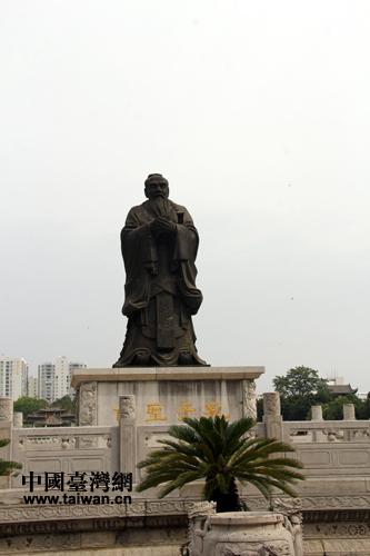 文庙中的孔子雕像.(中国台湾网 马迪 摄)