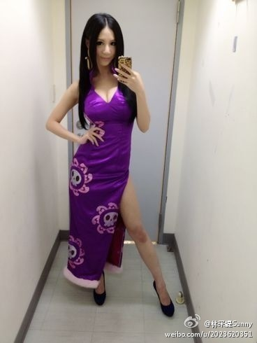 台湾第一女帝cos林采缇性感亮相