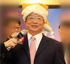 """胡志强24日""""最后一夜"""" 将扮圣诞老人给市民发糖"""