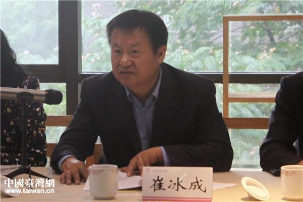 雲南省台辦副主任崔冰成在座談會上致辭