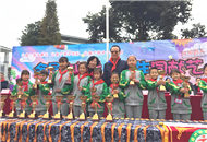 台湾顶新公益基金会理事长腾鸿年回访捐建小学