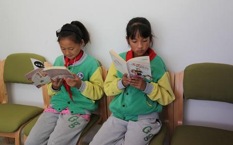 助力四川教育 台企顶新集团在川捐建50余所图书室