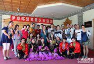 伊犁喀赞其民俗旅游区来了台湾客人.jpg