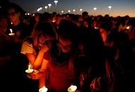 美国数千学生佛州议会外集会抗议 呼吁管制枪支