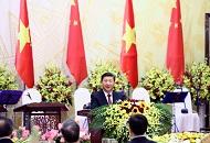 习近平出席越共中央总书记阮富仲和越南国家主席陈大光共同举行的欢迎宴会